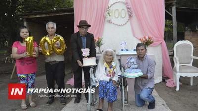 DOÑA EUSEBIA FLORES CUMPLIÓ 100 AÑOS EN CNEL. BOGADO