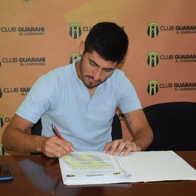 José Florentín extiende su contrato con Guaraní