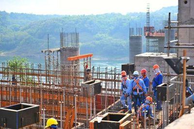 Colocación de vigas de 20 toneladas implicará importante avance del puente de la Integración
