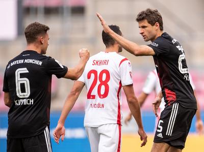 Bayern y Dortmund triunfan como visitantes