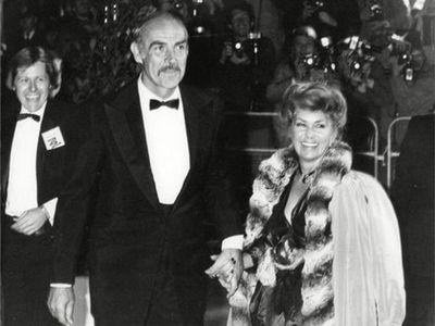 El matrimonio perfecto de Sean Connery, el seductor que en el cine tuvo miles de amantes y en la vida real amó a una sola mujer