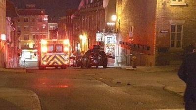HOY / Un hombre con atuendo medieval mata a 2 personas en Halloween en Canadá
