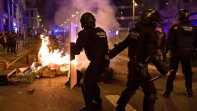 Ola de violencia en España contra restricciones por coronavirus