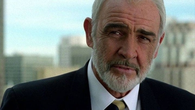 HOY / El inolvidable y seductor James Bond lanza su última sonrisa