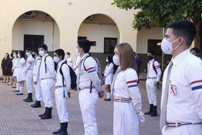Alumnos del tercer año retornaron a las aulas cumpliendo protocolos sanitarios