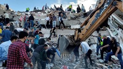 Rescatan a dos niñas entre los escombros tres días después del sismo