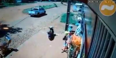 Delincuentes roban armas a policías durante un enfrentamiento en CDE