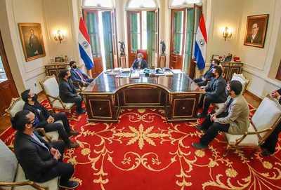 """Marito a los integrantes de Tierra Adentro: """"Son un orgullo para todos los paraguayos"""""""