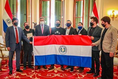 Abdo felicita a grupo nacional Tierra Adentro y promete su apoyo