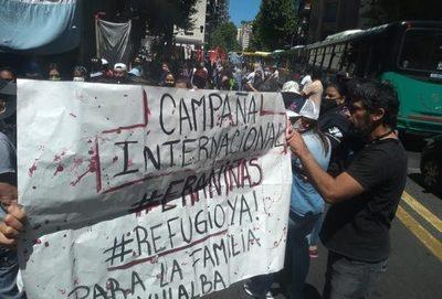 Nuevas protestas frente a consulados en Argentina por niñas abatidas en Yby Yaú