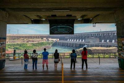 Turismo vuelve a BRILLAR en Foz y el COMERCIO de CDE sigue en la OSCURIDAD