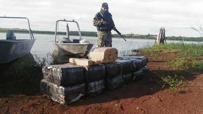 Incautan 300 kilos de marihuana a orillas del río Paraná