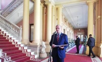 Durand en el Palacio, dice que Abdo le pidió que siga pegado al gobierno