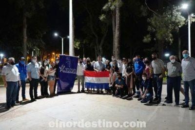 Jóvenes liberales a la carga: conversatorio con el presidente del PLRA Efraín Alegre en una plaza de Pedro Juan Caballero