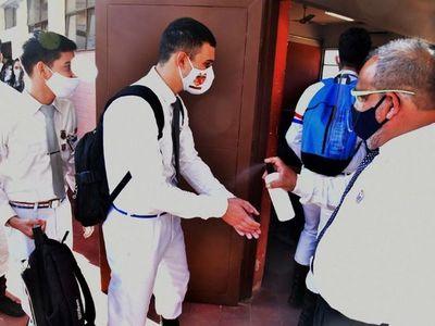 Tras condicionar gratuidad en  MEC, más colegios reabren sus puertas