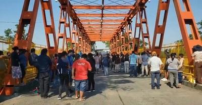 Pobladores cortan ruta y  piden la apertura de la frontera con Argentina