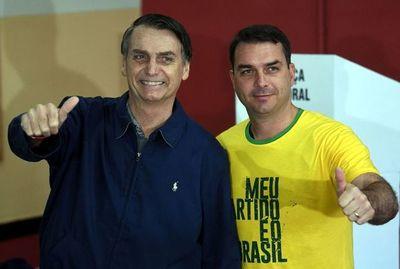 Fiscalía de Brasil denuncia al hijo mayor de Bolsonaro por corrupción
