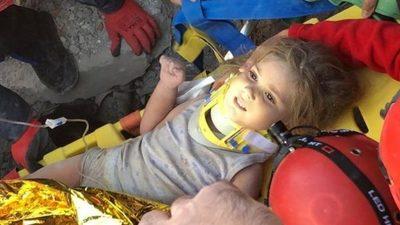 Milagro: Rescatan ilesa a niña atrapada bajo escombro tras terremoto