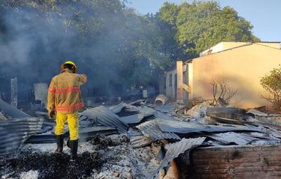Fallece anciano en incendio de vivienda en Repatriación