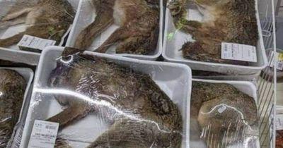 Supermercado francés es criticado por vender animales enteros envueltos en bandeja