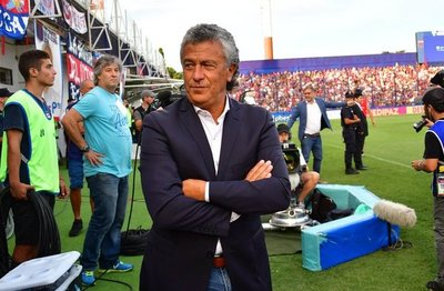 """Néstor Gorosito saca jugadores de la semilla del club"""