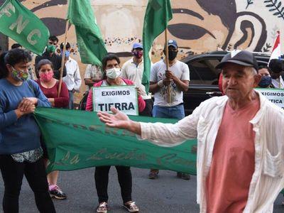 Presentan una nueva denuncia a Fiscalía por  las tierras malhabidas