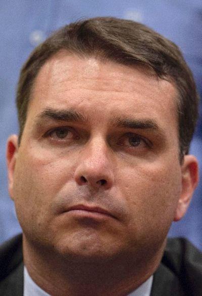 Fiscalía denuncia al senador F. Bolsonaro