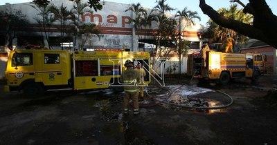 La Nación / Incendio de gran magnitud en colchonería de Lambaré ya está controlado