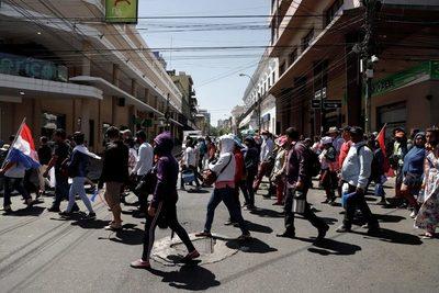 Miles de paraguayos piden en Asunción la construcción de viviendas sociales