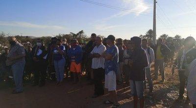 Alrededor de 400 familias son desalojadas de una propiedad privada en Limpio