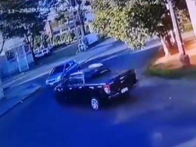 Cerró el paso a una ambulancia y chocó contra un auto al huir de los Lince