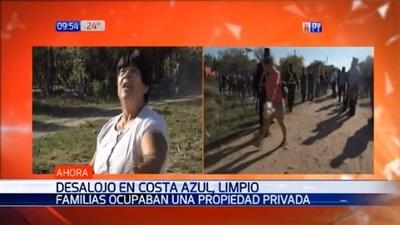 250 familias abandonan propiedad ocupada en Limpio