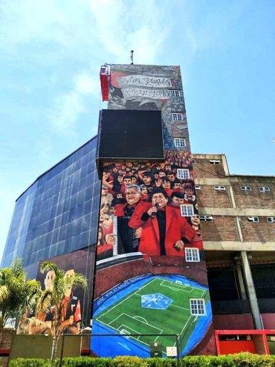 El mural en el estadio de Colón que inmortaliza la final en la Nueva Olla