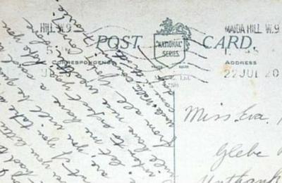 La misteriosa tarjeta postal que llegó 100 años después al buzón de una casa