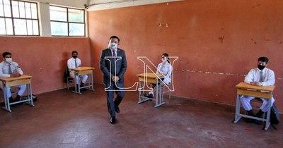 La Nación / Petta condiciona gratuidad a colegios y Marecos le recuerda que la coacción es un delito