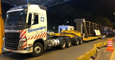 La Nación / Puente de la Integración: alistan vigas de 60 toneladas en lado paraguayo