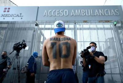 Maradona sufre episodio de confusión por abstinencia y seguirá internado; se encuentra estable