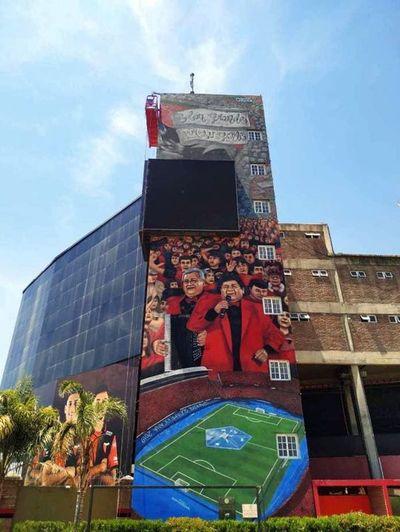 Mural de La Nueva Olla en el estadio de Colón