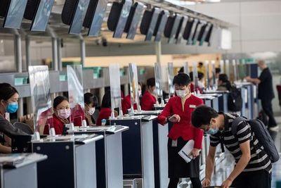 China prohíbe entrada de viajeros de una decena de países por el COVID-19
