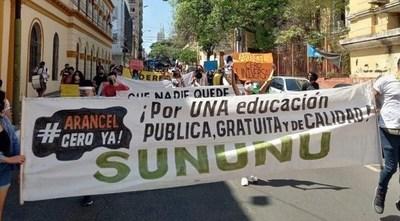 Poder Ejecutivo promulgó Ley de Arancel Cero, estudiantes aguardan su reglamentación