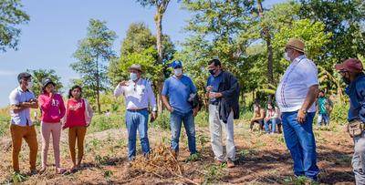 Gobernador de Caaguazú se reúne con nativos