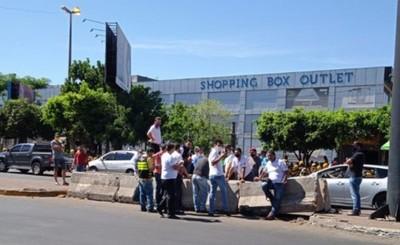 """Taxistas exigen """"reapertura de fura fila"""" en el microcentro"""