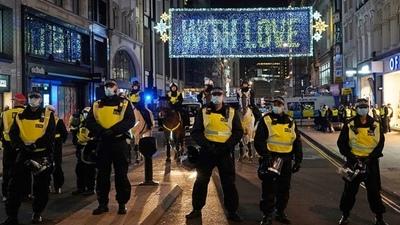 Más de 100 detenidos en una protesta en Londres contra la cuarentena total