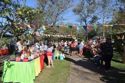 Feria y talleres de artesanía en Areguá