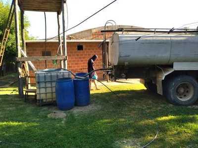Realizan acarreo de agua en Toro Pampa