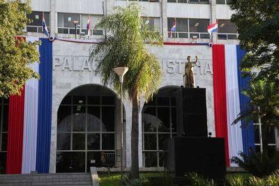Abogada trans pide a la Corte que le tome juramento para poder matricularse