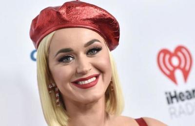Katy Perry es víctima de burlas por su cuerpo a dos meses de dar a luz