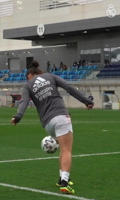Real Madrid destaca el lujo de la paraguaya Martínez para bajar el balón
