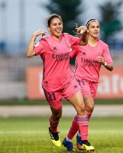 """¡Cuánta clase! """"Pirayú"""" Martínez demostró sus cualidades en los entrenamientos del Real Madrid"""