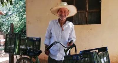 Jóvenes le cumplieron el sueño de tener una heladera a un humilde vendedor ambulante